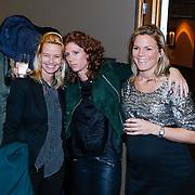 NLD/Volendam/20130208 - Presentatie Helden 17, Barbara Barend en zwangere partner Alette Bastiaansen in gesprek met Helen de Boer - van Haren