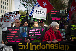 © London News Pictures. 31/10/2012. London, UK.  A protest outside Downing Street, London against alleged human rights abuses committed by Indonesia's government against West Papuan tribespeople. The President of Indonesia, Susilo Bambang Yudhoyono, is currently on a state visit to the UK.  Photo credit: Ben Cawthra/LNP