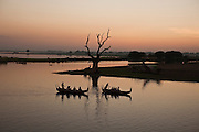 Tourists use local boats so see the sunset in the U Bein Bridge, Amarapura, Burma.<br />
