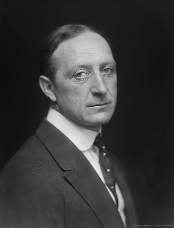 Robert Hale, actor, Britain, 1914
