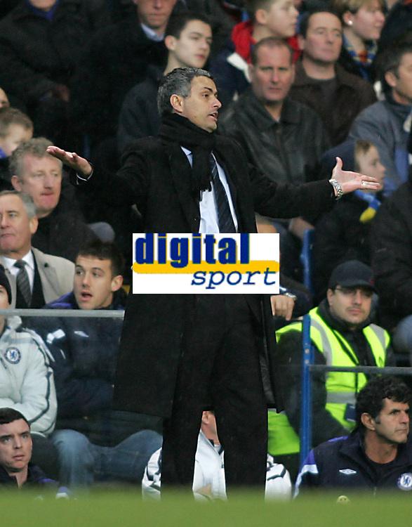 Photo: Lee Earle.<br /> Chelsea v Fulham. The Barclays Premiership. 26/12/2005. Chelsea manager Jose Mourinho.