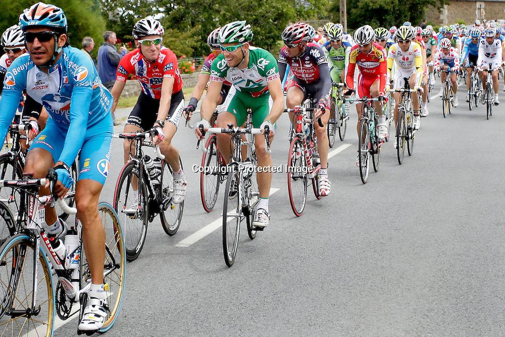 Nantes, 20080707.  TOUR DE FRANCE. Thor Hushovd fotografert etter den 3.etappen i Tour de France. Her er klokken 13:18 og han er midt i en morsom samtale med Kurt Asle Arvesen...Foto: Daniel Sannum Lauten/Dagbladet