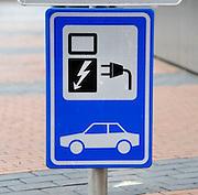 Nederland, Nijmegen, 5-3-2012Bij de Rabobank staat een oplaadpunt voor electrische voertuigen als service aan klanten van de bank.Foto: Flip Franssen/Hollandse Hoogte