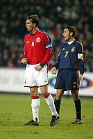 Fotballl, 19. november 2003, Play-off, Norge-Spania 0-3, Claus Lundekvam, Norge, og Raul, Spania