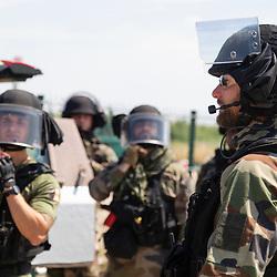Entraînement des gendarmes du PSIG GTA d'Orly. Exercice d'intervention sur avion dans le cadre d'un assaut d'urgence commandé par les évènements avant l'arrivée de l'échelon supérieur d'intervention.<br /> Juin 2021 / Orly (94) / FRANCE<br /> <br /> Voir toutes les photos de ce reportage (20 photos) https://sandrachenugodefroy.photoshelter.com/gallery/2021-06-Entrainement-du-PSIG-GTA-dOrly/G0000pL9hC_HXgZY/C0000yuz5WpdBLSQ