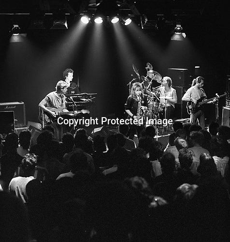 Nederland, Nijmegen, 15-6-1988Een live concert, optreden,  van saxofoniste Candy Dulfer in het O42 gebouw aan de Oranjesingel.O 42 was een cultureel en politiek centrum van de SNUF, stichting nijmeegs universiteitsfonds. In 2006 werd het gebouw verkocht.Foto: Flip Franssen/Hollandse Hoogte