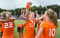 WATERLOO (Belgie) - Vreugde bij Lieke van Wijk (m) en Laura Nunnink (r) na de EK finale hockey -21 tussen de vrouwen van Nederland en Duitsland (2-0). FOTO KOEN SUYK