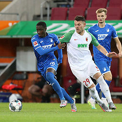 l-r: im Zweikampf, Aktion, mit Diadie Samassekou #18 (TSG 1899 Hoffenheim) und Eduard Loewen #29 (FC Augsburg), FC Augsburg vs. TSG 1899 Hoffenheim, 17.06.2020,<br /> <br /> Foto: Christian Kolbert/kolbert-press/pool/PIX-Sportfotos<br /> <br /> - DFL regulations prohibit any use of photographs as image sequences and/or quasi-video<br /> - Editorial Use ONLY<br /> - National and International News Agencies OUT