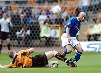Fotball<br /> Foto: Fotosports/Digitalsport<br /> NORWAY ONLY<br /> <br /> Date: 28/08/2004<br /> <br /> WOLVERHAMPTON WANDERERS v LEICESTER CITY <br /> <br /> COCA COLA CHAMPIONSHIP <br /> <br /> MARK CLYDE WOLVES & DANNY TIATTO LEICESTER