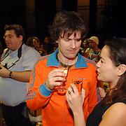 NLD/Tilburg/20061105 - Premiere Oebele, cast, Joris Lutz en partner Jet Sol