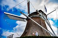 Prinses Beatrix tijdens de opening van molen De Vlijt in Zuidwolde