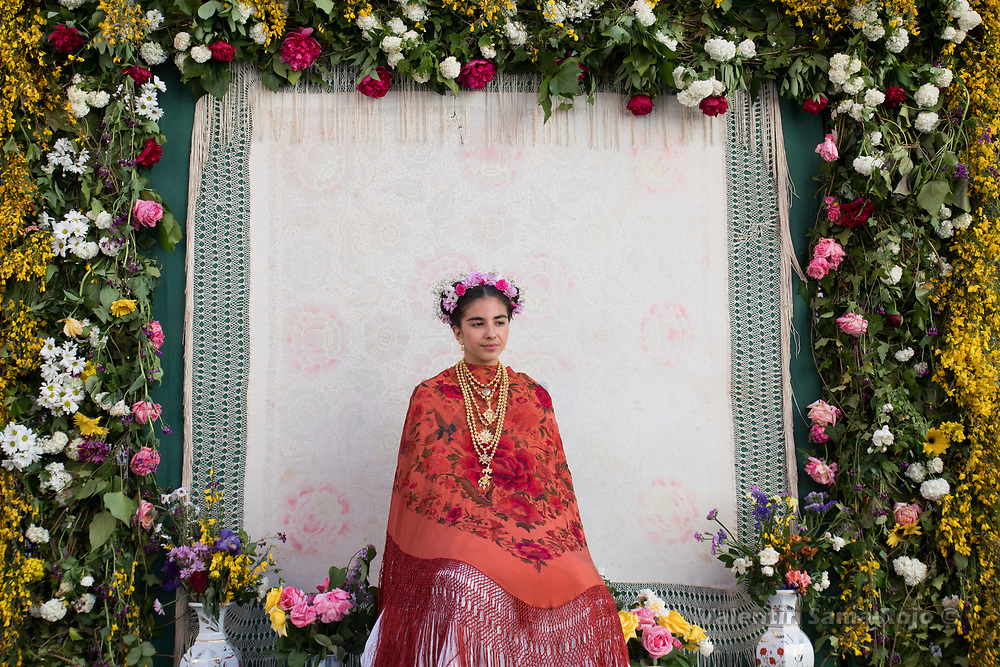 Madrid, Spain. 7th May, 2017. The Maya Laura Romero on her altar surrounded with flowers, wearing a orange Manila shawl during 'Las Mayas' spring festival in Madrid. © Valentin Sama-Rojo