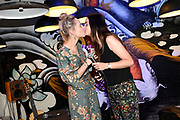 Boekpresentatie Ik Vrouw van Jou in LE:EN, Utrecht. Joyce en Scarlet zochten zaaddonor via YouTube, vonden hem en schreven er een boek over.<br /> <br /> op de foto:  Joyce Everink vraagt Scarlet Hemkes ten huwelijk