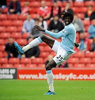 Fotball<br /> England<br /> Foto: Fotosports/Digitalsport<br /> NORWAY ONLY<br /> <br /> Oakwell Barnsley v Manchester City  (1-1) 01/08/2009<br /> Emanuel Adebayor   (Manchester City)