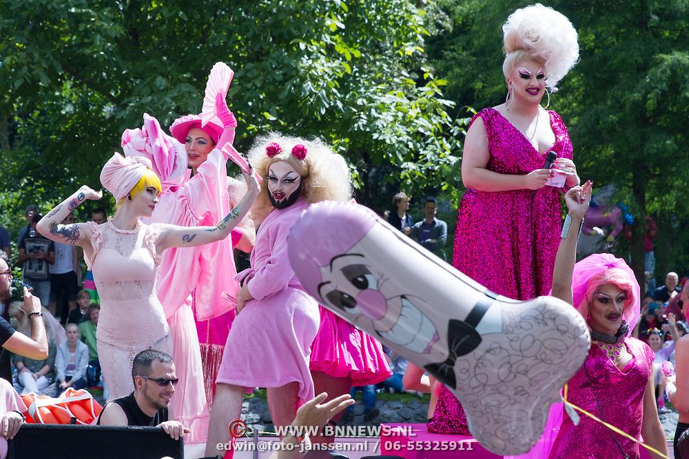 NLD/Amsterdam//20170805 - Gay Pride 2017, Roze drag queens