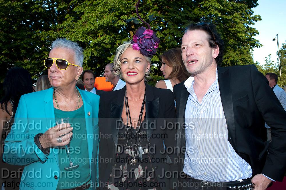 NICKY HASLAM; AMANDA ELIASCH; TIM WILLIS, The Summer Party. Serpentine Gallery. 8 July 2010. -DO NOT ARCHIVE-© Copyright Photograph by Dafydd Jones. 248 Clapham Rd. London SW9 0PZ. Tel 0207 820 0771. www.dafjones.com.