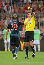 31.07.2013, Allianz Arena, Muenchen, Audi Cup 2013, FC Bayern Muenchen vs Sao Paulo, im Bild, Gelbe Karte fuer Toni KROOS (FC Bayern Muenchen) durch Schiedsrichter Deniz AYTEKIN (GER) // during the Audi Cup 2013 match between FC Bayern Muenchen and Sao Paulon at the Allianz Arena, Munich, Germany on 2013/07/31. EXPA Pictures © 2013, PhotoCredit: EXPA/ Eibner/ Wolfgang Stuetzle<br /> <br /> ***** ATTENTION - OUT OF GER *****