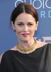 Robin Tunney  bei der Verleihung der 22. Critics' Choice Awards in Los Angeles / 111216