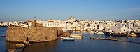 Grece, les Cyclades, ile de Paros, port et village de Naoussa // Greece, Cyclades islands, Paros island, village and port of Naoussa