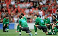 Die Portugiesen mit Cristiano Ronaldo beim Aufwaermen. © Manu Friederich/EQ Images