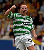 Fotball<br /> Skottland 2005/2006<br /> Foto: SBI/Digitalsport<br /> NORWAY ONLY<br /> <br /> Motherwell v Celtic, Scottish Premier League, Fir Park, Motherwell.<br /> <br /> Saturday 30th July 2005<br /> <br /> John Hartson celebrating goal