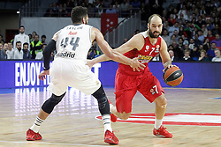 28.01.2016, Palacio de los Deportes, Madrid, ESP, FIBA, EL, Real Madrid vs Olympiacos PiraeusPlayoff, 5. Spiel, im Bild Real Madrid's Jeffery Taylor (l) and Olympimpiacos Piraeus' Vassilis Spanoulis // during the 5th Playoff match of the Turkish Airlines Basketball Euroleague between Real Madrid and Olympiacos Piraeus at the Palacio de los Deportes in Madrid, Spain on 2016/01/28. EXPA Pictures © 2016, PhotoCredit: EXPA/ Alterphotos/ Acero<br /> <br /> *****ATTENTION - OUT of ESP, SUI*****