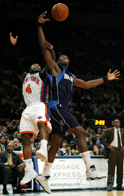 The Mavericks' Josh Howard (R) grabs a rebound over the Knicks' Nate Robinson (L) during the second half of the Dallas Mavericks' 92-77 victory over the New York Knicks at Madison Square Garden in New York, New York on Tuesday 20 March 2007.