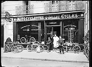 7th arrondissement new bicycle shop Paris around 1900