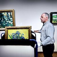 Nederland, Amsterdam , 23 september 2012..Enkelepubliekslievelingen, waaronder Zonnebloemen, Irissen, De slaapkamer en Korenveld met kraaien worden op zondag 23 september om 18.00 uur, direct na sluiting van het Van Gogh Museum aan het Museumplein, van zaal gehaald en naar de Hermitage verhuisd voor depresentatie Vincent. Het Van Gogh Museum in de Hermitage Amsterdam vanaf 29 september. Vincent van Gogh's paintings from the Van Goghmuseum are being moved to the Hermitage Museum in Amsterdam.