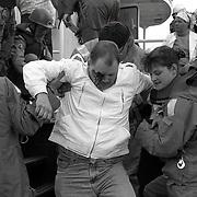 NLD/Huizen/19940507 - Rampenoefening Gooimeer 25 jarig jubileum Huizer Reddingsbrigade, brand op passsagiersboot, gewonden worden afgevoerd