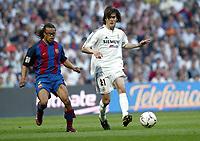 Fotball<br /> Spania 2003/04<br /> Real Madrid<br /> Santiago Solari<br /> Edgar Davids, Barcelona (bak)<br /> Foto: Digitalsport<br /> NORWAY ONLY