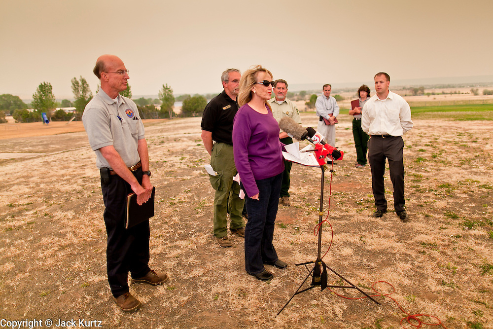 """04 JUNE 2011 - EAGAR, AZ: Gov Jan Brewer at a press conference at Round Valley Primary School, talks about the Wallow Fire Saturday. Smoke from the fire, more than 20 miles from Eagar, turned the sky bright orange. The fire grew to more than 140,000 acres early Saturday with zero containment. A """"Type I"""" incident command team has taken command of the fire.   PHOTO BY JACK KURTZ"""