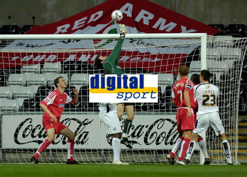 Photo: Adam Davies.<br /> Swansea City v Swindon Town. Coca Cola League 1. 11/04/2006.<br /> Swindon's keeper Rhys Evans at full stretch to stop Swansea's Andy Robinson's cross.
