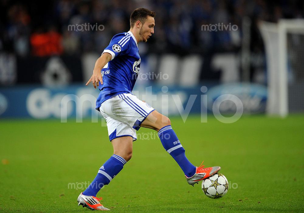 FUSSBALL   CHAMPIONS LEAGUE   SAISON 2012/2013   GRUPPENPHASE   FC Schalke 04 - Montpellier HSC                                   03.10.2012 Marco Hoeger (FC Schalke 04) Einzelaktion am Ball