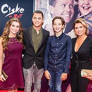 NLD/Amsterdam/20161120 - premiere Ciske de Rat de Musical, Jenny de Munk Sluyter met kinderen Bo en Davey