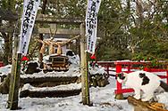 """Katt-templet på Tashirojima. <br /> <br /> Ön som kallas för """"kattön"""" eftersom här lever hundratals katter tillsammans med ca 50 personer.   <br /> <br /> Ishinomaki, Miyagi Prefecture, Japan. <br /> <br /> Fotograf: Christina Sjögren<br /> Copyright 2018, All Rights Reserved"""