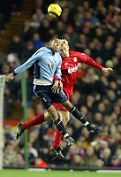 Fotball<br /> Premier League 2004/05<br /> Liverpool v Southampton<br /> 28. desember 2004<br /> Foto: Digitalsport<br /> NORWAY ONLY<br /> Sami Hyypia of Liverpool jumps for a header with Dexter Blackstock of Southampton