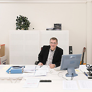 Nederland, Rotterdam, 20081107..Arie de Bruin zittend in zijn werkruimte. Lid van het College van Bestuur van Kind en Onderwijs Rotterdam, Stichting voor Christelijk Primair Onderwijs