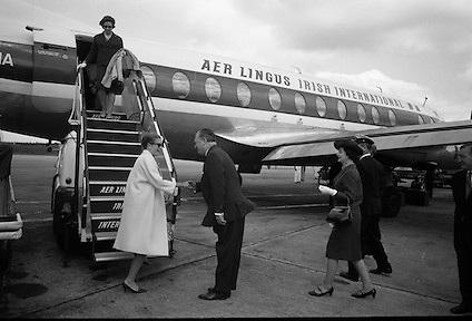 Princess Grace arrives at Dublin Airport.  Princess Grace welcomed by Lord Killanin..04.07.1965