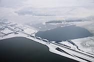 Luchtfoto van de R.J. Cleveringsluizen bij Lauwersoog, gelegen op de grens van de provincies Groningen en Friesland (Fryslân). Hiermee werd de voormalige Lauwerszee afgesloten van de Waddenzee.