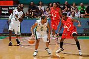 DESCRIZIONE : Siena Lega A 2008-09 Playoff Finale Gara 2 Montepaschi Siena Armani Jeans Milano<br /> GIOCATORE : Montepaschi Siena<br /> SQUADRA : Armani Jeans Milano<br /> EVENTO : Campionato Lega A 2008-2009 <br /> GARA : Montepaschi Siena Armani Jeans Milano<br /> DATA : 12/06/2009<br /> CATEGORIA : palleggio<br /> SPORT : Pallacanestro <br /> AUTORE : Agenzia Ciamillo-Castoria/G.Ciamillo
