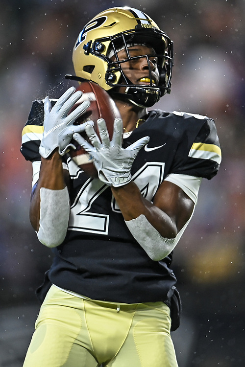 November 14, 2020:  Purdue defensive back Nyles Beverly (24) fair catches punt during NCAA football game action between the Northwestern Wildcats and the Purdue Boilermakers at Ross-Ade Stadium in West Lafayette, Indiana. Northwestern defeated Purdue 27-20.  John Mersits/CSM.