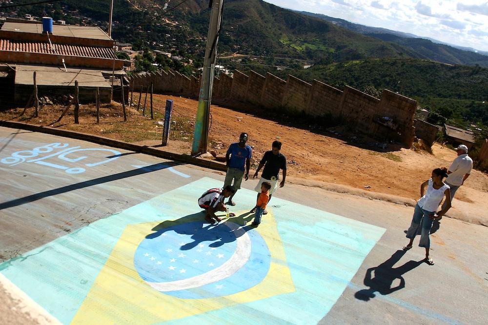 Sabara_MG, Brasil...Preparativos para a Copa do Mundo 2006 em Sabara...Preparations for the World Cup 2006 in Sabara...Foto: BRUNO MAGALHAES / NITRO
