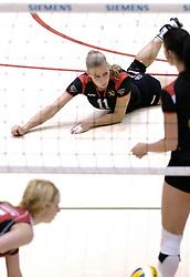 04-03-2006 VOLLEYBAL: FINAL 4 DAMES: AMVJ - PLANTINA LONGA: ROTTERDAM<br /> Longa was veel te sterk voor de dames uit Amstelveen (3-0) / Patricia Labee<br /> Copyrights 2006 WWW.FOTOHOOGENDOORN.NL