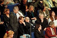 11 NOV 1999, BERLIN/GERMANY:<br /> Joschka Fischer, B90/Grüne, Bundesaußenminister, macht Faxen in den Reihen der bündnis-grünen BT-Fraktion während der Debatte zur ökologischen Steuerreform, Plenum, Deutscher Bundestag, Reichstag<br /> Joschka Fischer, Green Party, Fed. Minister for Foreign Affairs, is making fun between the members of the Green Parliamentary Group, plenary, German Bundestag<br /> IMAGE: 19991111-01/05-26