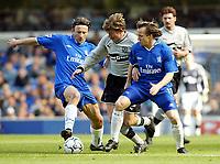 Fotball. Premier League 2001/2002. 06.04.2002.<br /> Chelsea v Everton.<br /> Jesper Blomqvist, Everton.<br /> Mario Stanic (tv) og Boudewjin Zenden, Chelsea.<br /> Foto: David Rawcliffe, Digitalsport