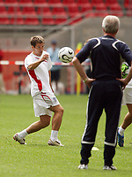 Photo: Chris Ratcliffe.<br />England Training Session. FIFA World Cup 2006. 19/06/2006.<br />Michael Owen is watched by Sven Goran Eriksson in training.