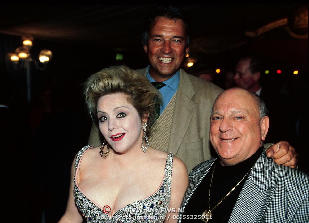 Nieuwjaarsreceptie Strengholt 1997, Ron Brandsteder, Mieke Stemerdink, en clown Bassie van Toor