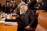 13.01.1999, Deutschland/Bonn:<br /> Otto Schily, SPD, Bundesinnenminister, vor der Sitzung des Bundeskabinetts, Bundeskanzleramt, Bonn<br /> IMAGE: 19990113-01/01-22<br /> KEYWORDS: Kabinett