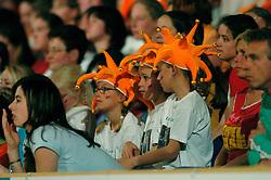 30-04-2004 TURNEN: EUROPEES KAMPIOENSCHAP DAMES: AMSTERDAM<br /> Publiek Oranje supporters<br /> ©2004-www.fotohoogendoorn.nl